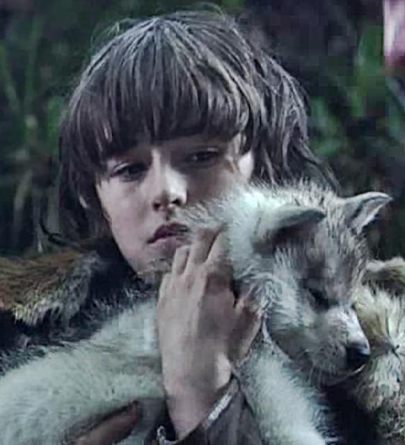Bran Stark con su Cachorro de Lobo Huargo Verano