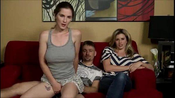 Padrasto safado fode a enteada Molly Jane por tras da esposa