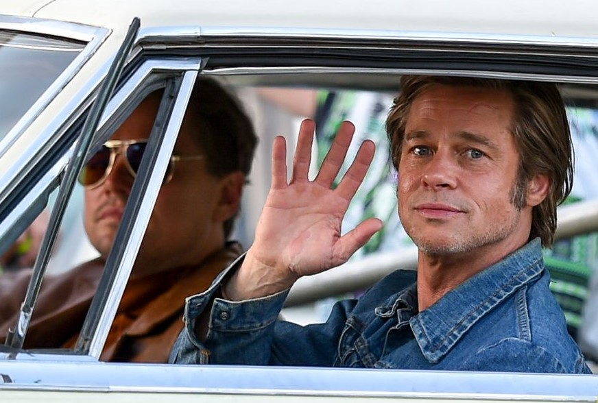 "Brad Pitt e Leonardo DiCaprio em novas imagens do set de ""Once Upon a Time in Hollywood"""