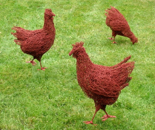 17-Chickens-Barry-Sykes-Sculptures-of-Animals-in-Wire-www-designstack-co