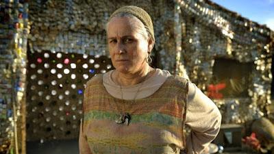 Vera Holtz como Mãe Lucinda