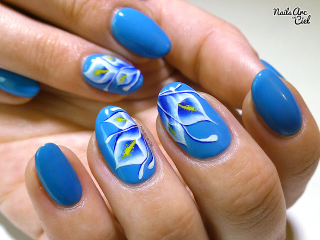 Nail Art - Fleurs Arums bleus en One Stroke