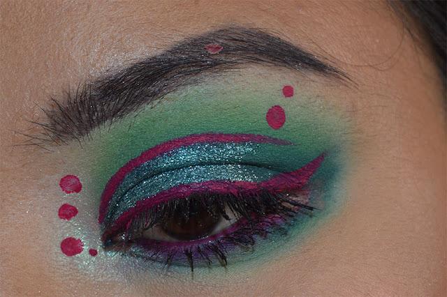 eye makeup, eyeliner miss argentina kat von d, glitter bomb emerald jewel pupa milano