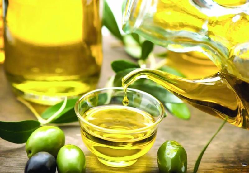6 Cara Perawatan Rambut Rontok dan Bercabang Menggunakan Minyak Zaitun