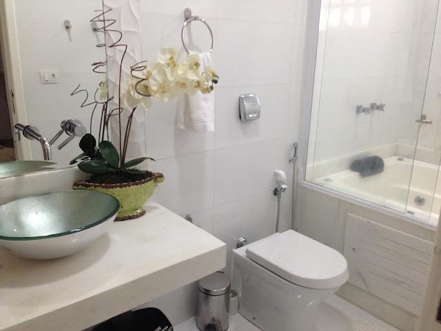 BANHEIROS COM BANHEIRA – FOTOS, MEDIDAS E DICAS PARA INSTALAR SUA BANHEIRA   -> Acabamento Banheiro Com Banheira