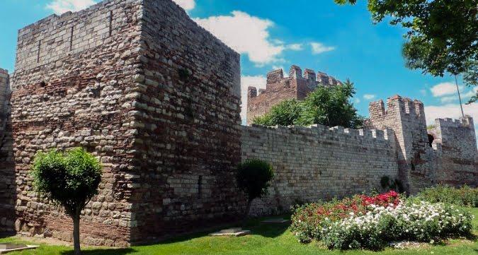 Περίπατος στα Τείχη της Βασιλεύουσας