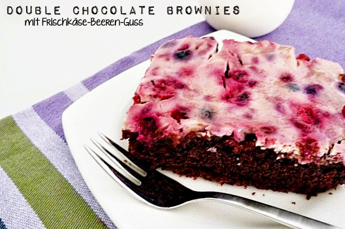 Double Chocolate Brownies mit Frischkäse-Beeren-Guss