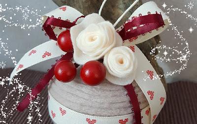 pallina natale lana fiori feltro cuoricini