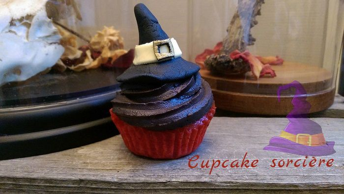http://www.watercolorcake.fr/2016/10/cupcakes-sorciere.html
