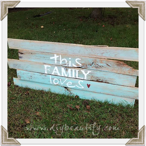 Learn how to create a rustic sign from pallet wood and add a personal phrase to give it meaning! Find the details at DIY beautify