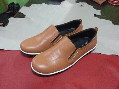 sepatu kulit pria warna tan