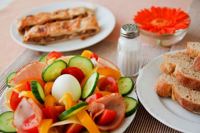 Sangat disayangkan kalau Anda melewatkan sarapan 20 Makanan Sehat yang Disarankan Dikonsumsi Saat Pagi Hari (15 Variasi Menu Sarapan)