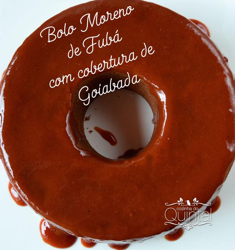 Um bolo de fubá delicioso com cobertura de goiabada para doces dias =) na Cozinha do Quintal