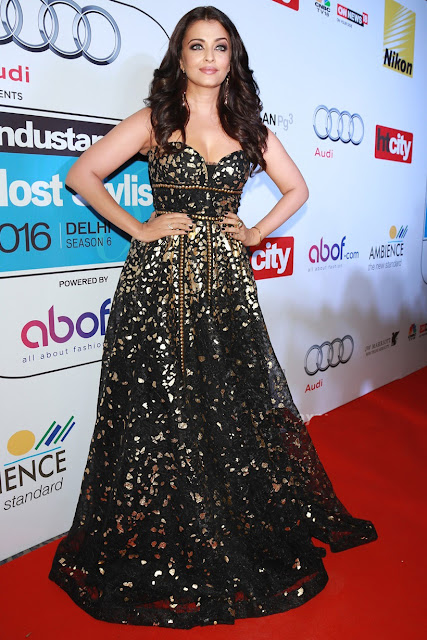 Aishwarya Looked Pretty in Strapless Black Naeem Khan Designer Gown