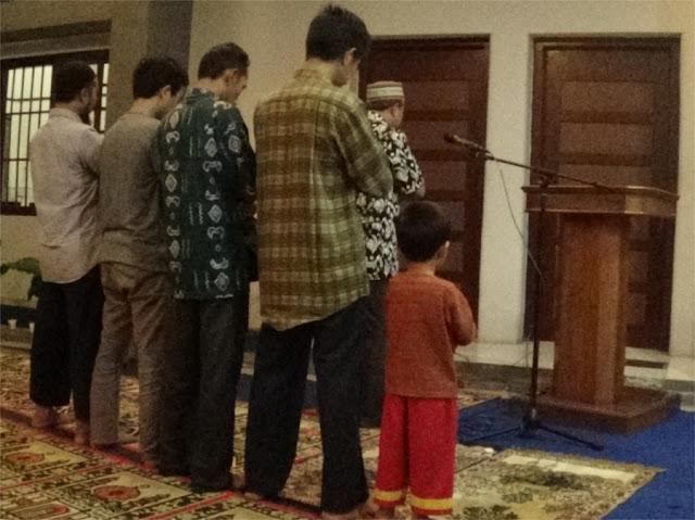Sholat tarawih berjamaah di Kantor PDM Kab. Jember