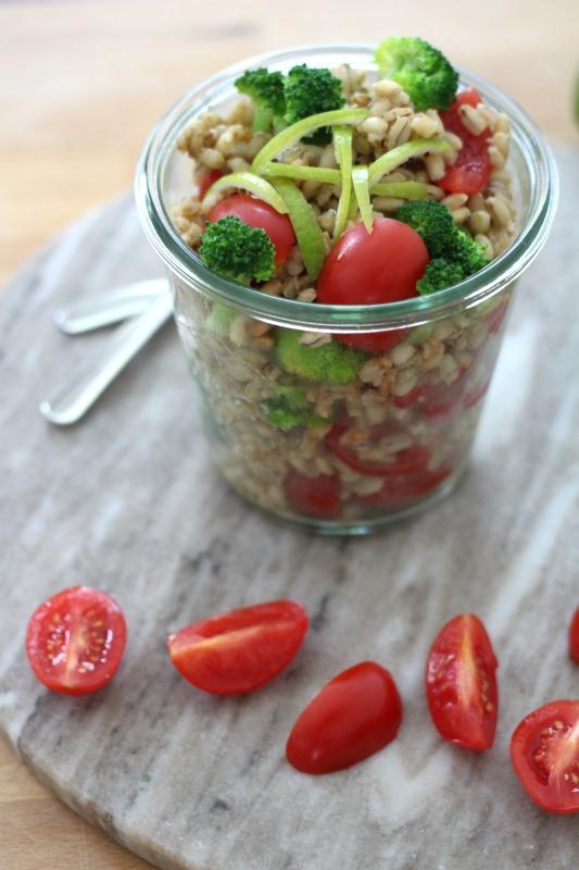 Graupensalat mit Brokkoli und Tomaten