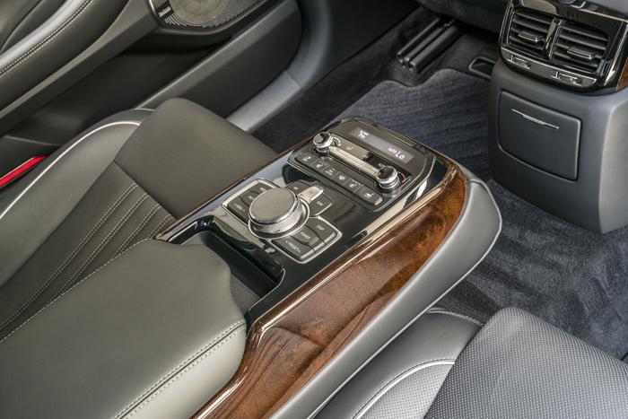genesis g90 interior specs