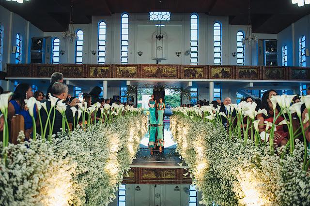 casamento real, igreja são judas, decoração branca, áster e copo de leite, tapete de espelho, passarela espelhada, entrada demoiselles