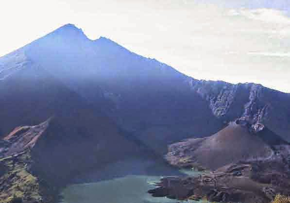 Gunung Rinjani, di Nusa Tenggara Barat