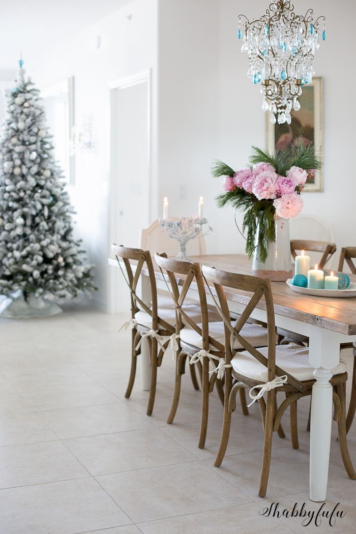 gorgeous-flocked-christmas-tree-shabbyfufu