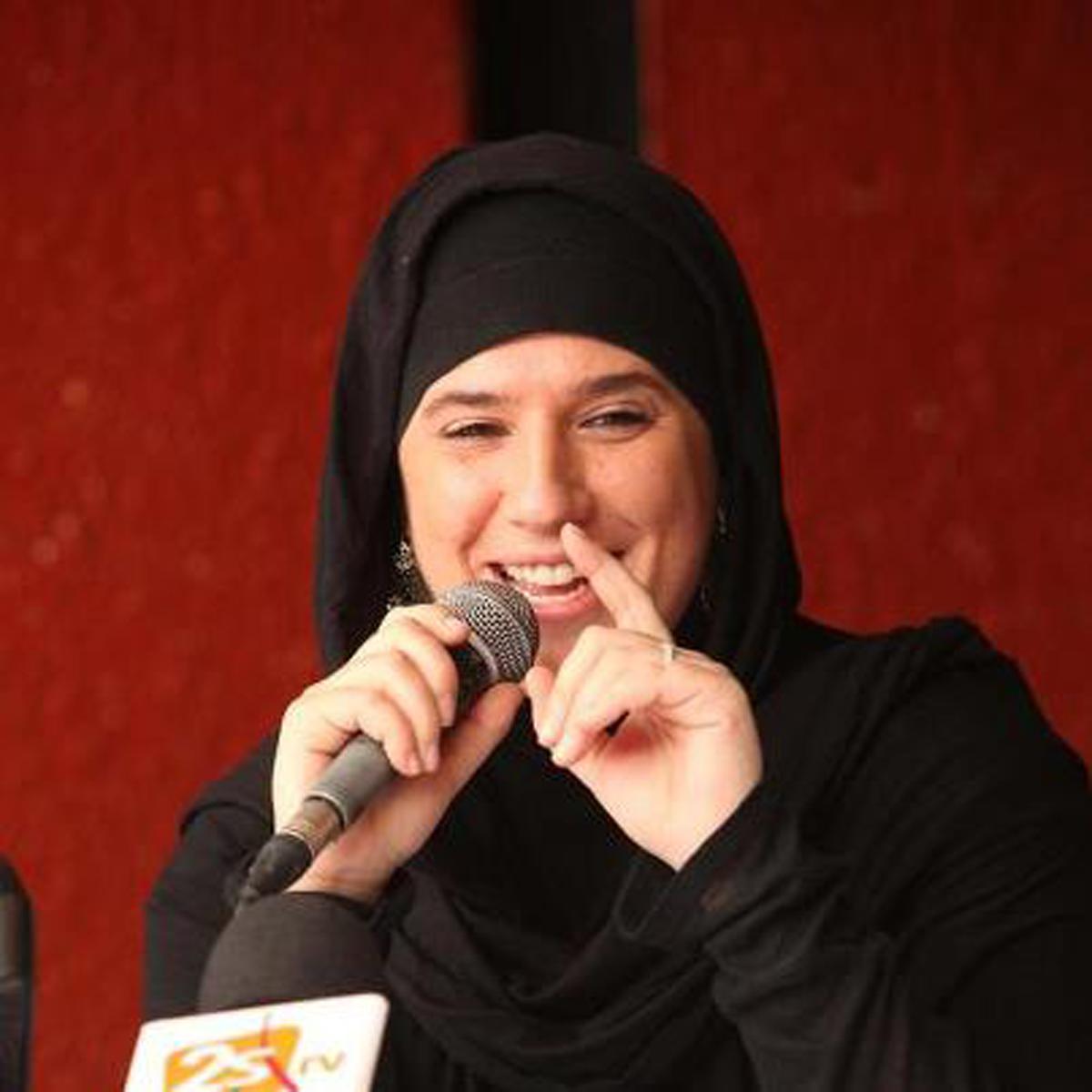 Gio Komputer: Rapper Wanita Berjilbab