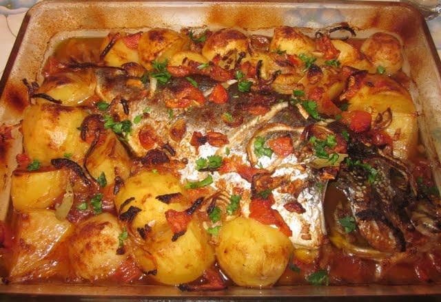 dourada assada no forno com batatas