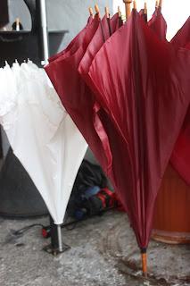 Regenhochzeit - Brautpaarschirme - Hochzeit im Riessersee Hotel Garmisch-Partenkirchen, Bayern - Wedding in Bavaria, #Riessersee #Garmisch #Hochzeit #wedding #Location #wedding venue #Bayern #Bavaria