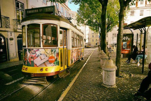 リスボン名物のレトロなトラム
