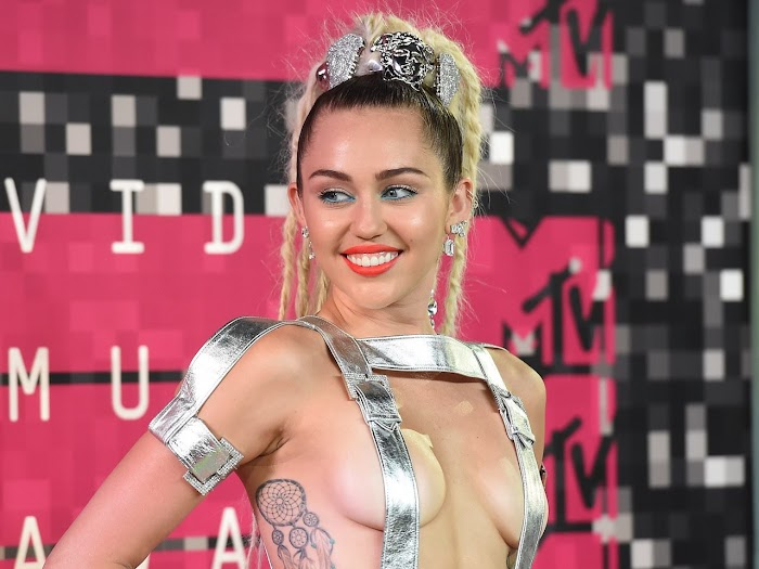 Miley Cyrus Most Sexiest Images-Hot Photoshoot Pics in Bikini