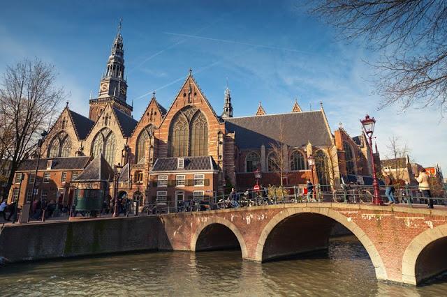 Informações sobre a Igreja Oude Kerk em Amsterdã