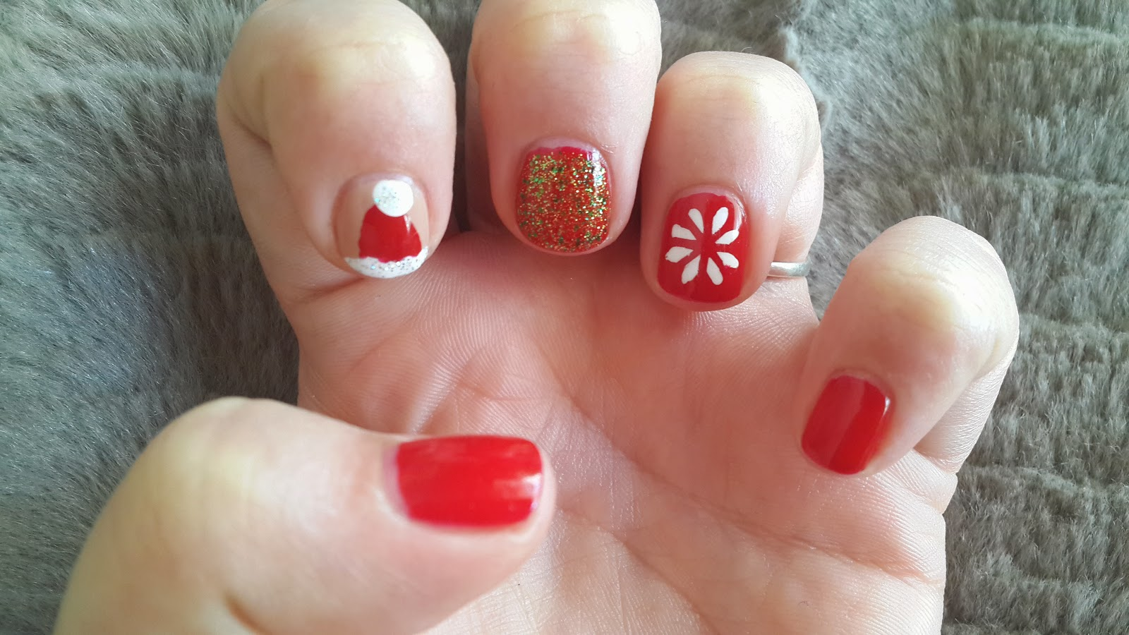 red-snowflake-glitter