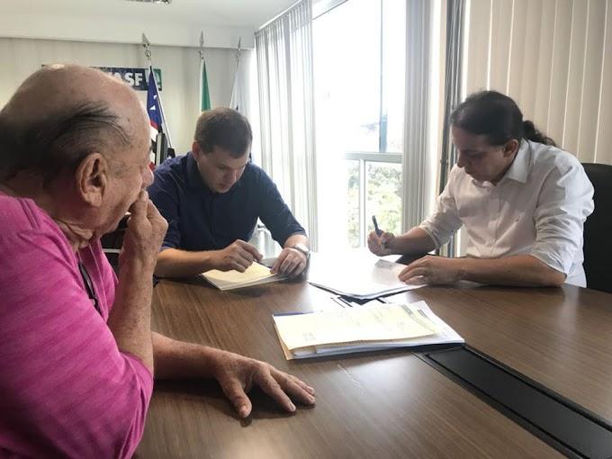 Prefeito Fábio Gentil assina convênios com a Codevasf para reforma do Mercado Central e melhorias das estradas vicinais do município de Caxias