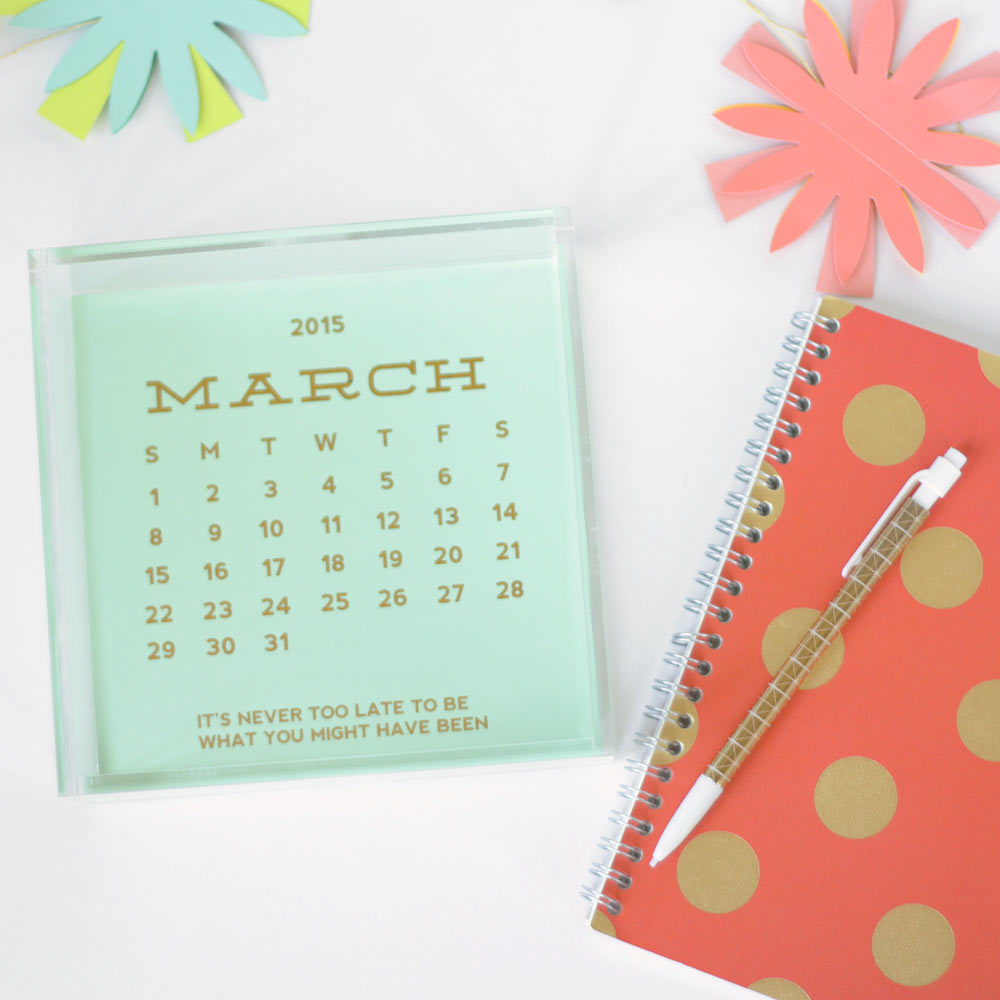 desk calendar gold