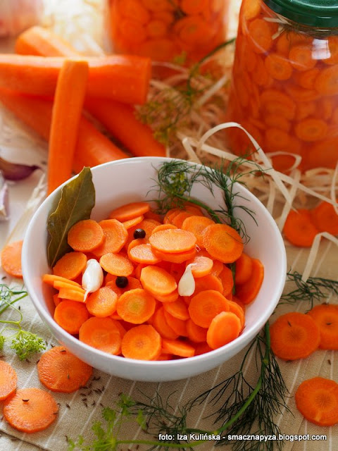 marchew kiszona w solance, marcheweczka, kiszonki, solanka, warzywa kiszone, samo zdrowie, dodatek do obiadu, na salatke, do salatek, talarki, moc witamin