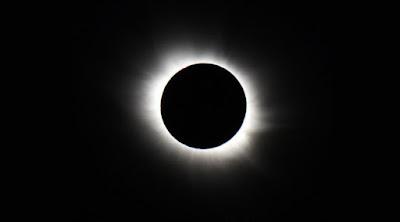 Peristiwa Gerhana Matahari Total