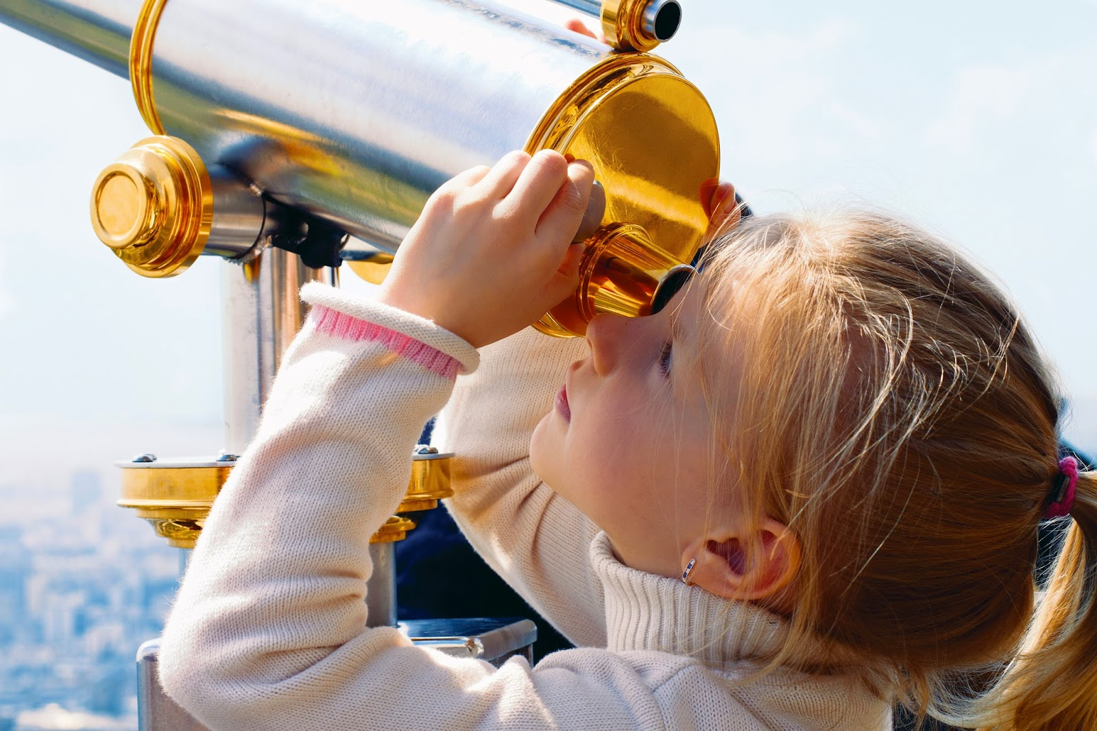 NAMC montessori absorbent mind ch 17 imagination. girl with telescope