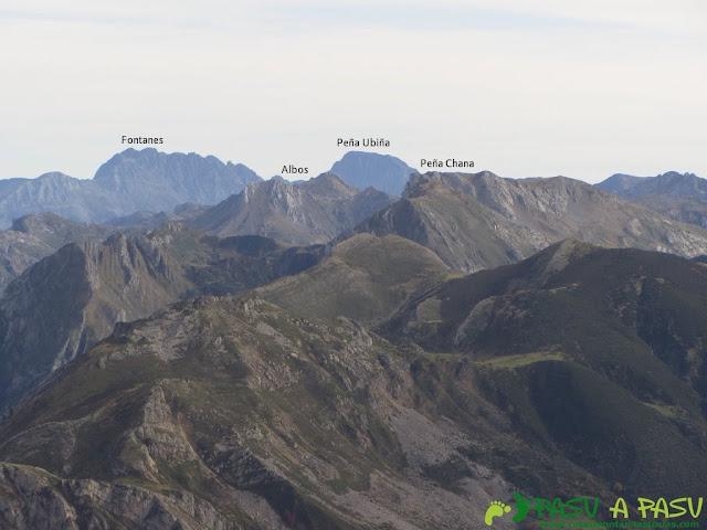 Vista de Peña Ubiña,Fontanes y Albos desde el Pico Mocoso