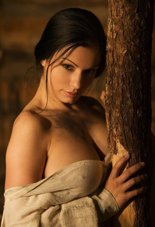golie-bryunetki-grechanki-porno-foto-ogromnimi-igrushki