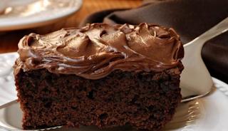 Το φοβερό κέικ Nutella με 3 υλικά από τον Άκη Πετρετζίκη