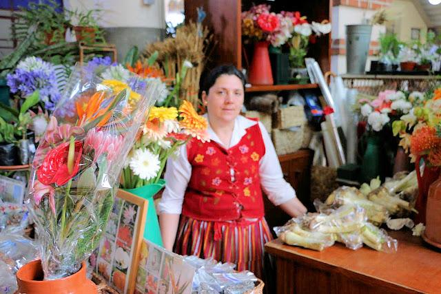 Madeira, Funchal, Mercado dos Lavradores, Blumenfrau (C) JUREBU