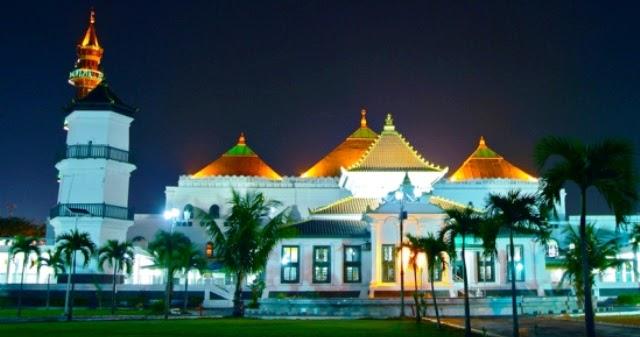 destinasi wisata palembang masjid agung sultan mahmud badaruddin I astianagt