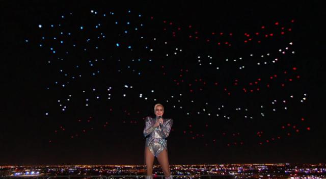 Lady Gaga diz estar sentindo muita dores