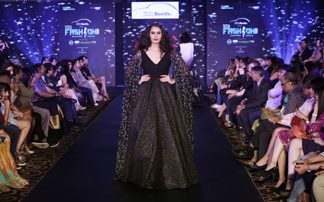 Models walking for Designer Vikram Phadnis at Beetle's Tech Fashion Tour 2016 (2)