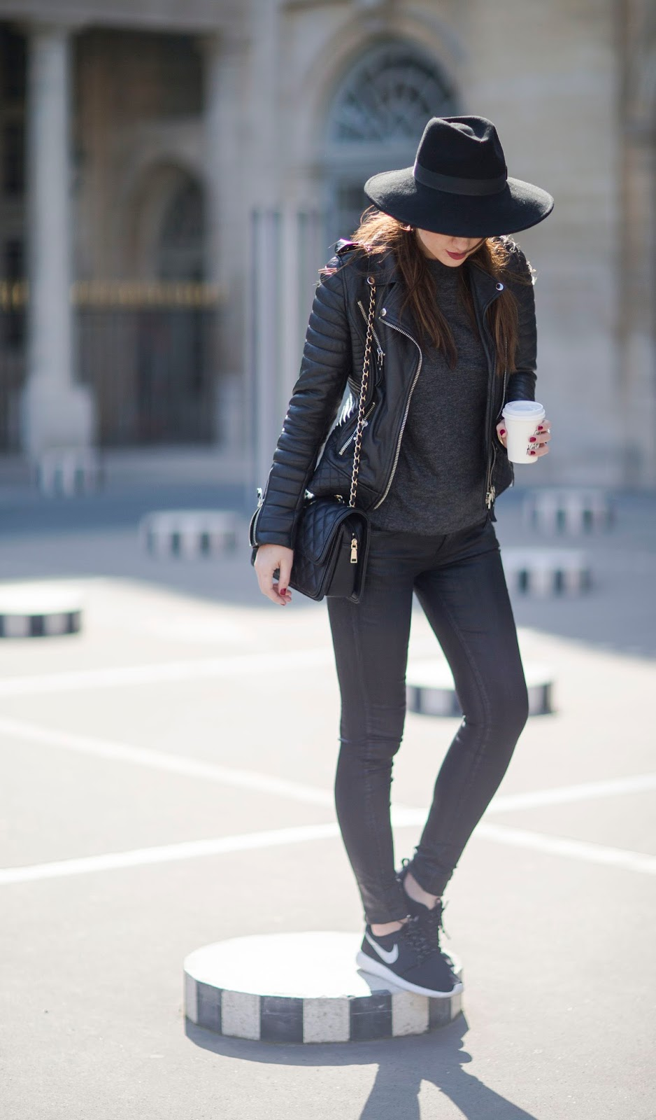 Parisian streetstyle, Look, fashion, blogger, style, all black look, inspiration