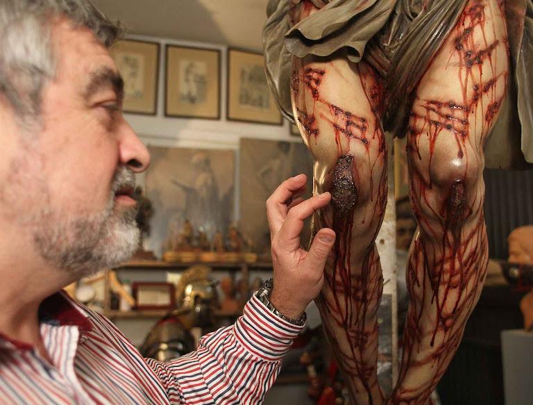 O professor Juan Manuel Miñarro ganhou celebridade criando imagens de Cristo de acordo com o Santo Sudário.