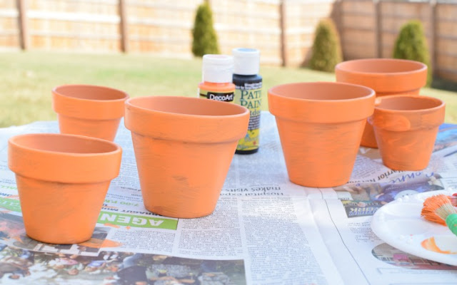 Jack-O-Lantern Flower Pots - Kid's craft for Halloween.  Children will love painting friendly or spooky jack-o-lantern faces!  Great activity for kindergarten or elementary kids.