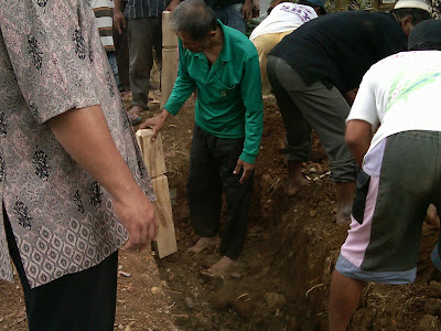 Pemakaman Mbah Parsiem 26