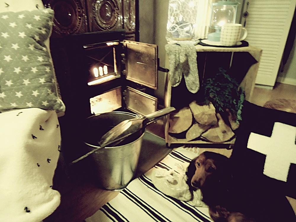 przytulny dom, wieczór przy kominku,zimowe wieczory