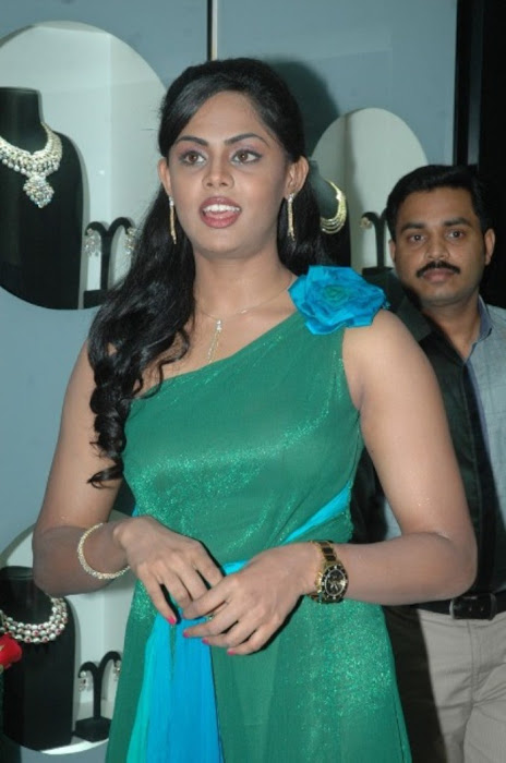 karthika nair from malabar diamond gold shop latest photos
