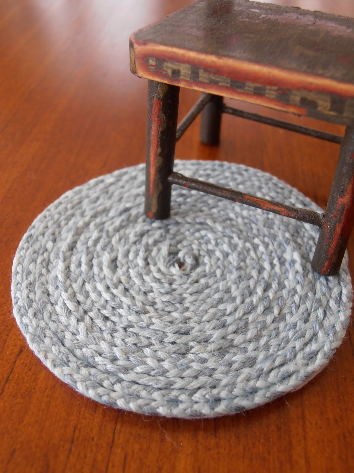 Dolls Houses And Minis How To Make A Braided Rug For Your